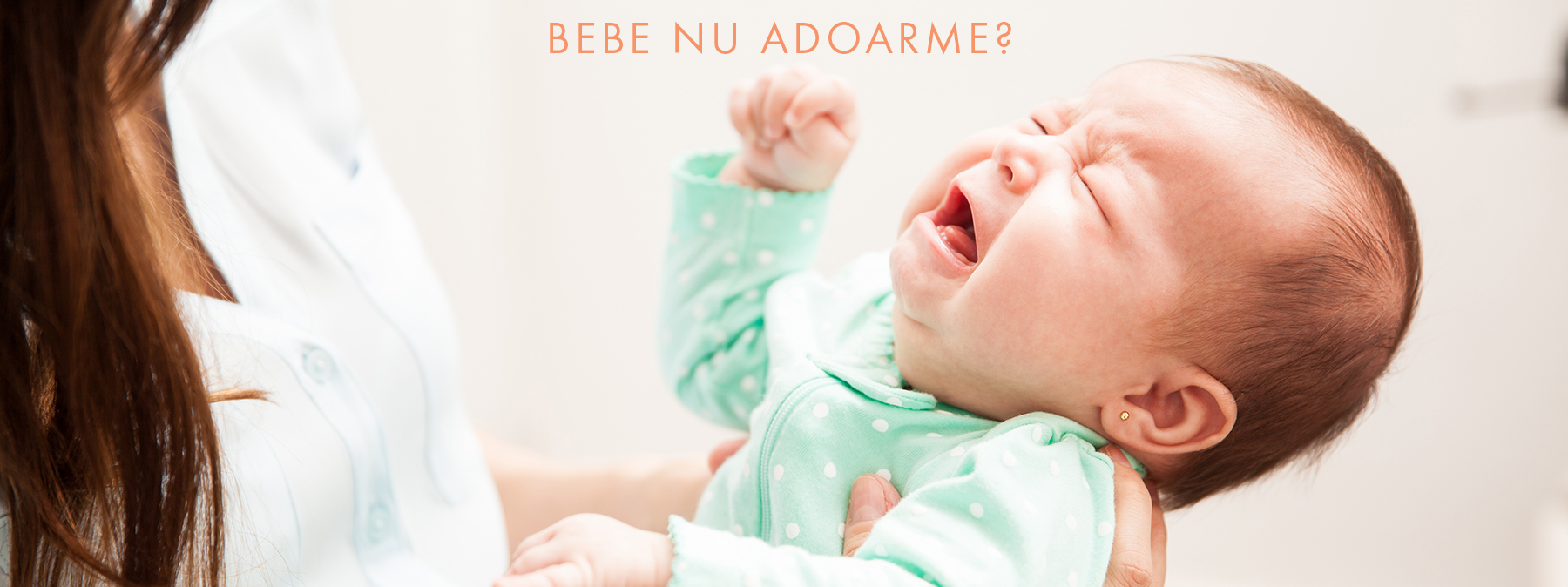 bebelus care plange