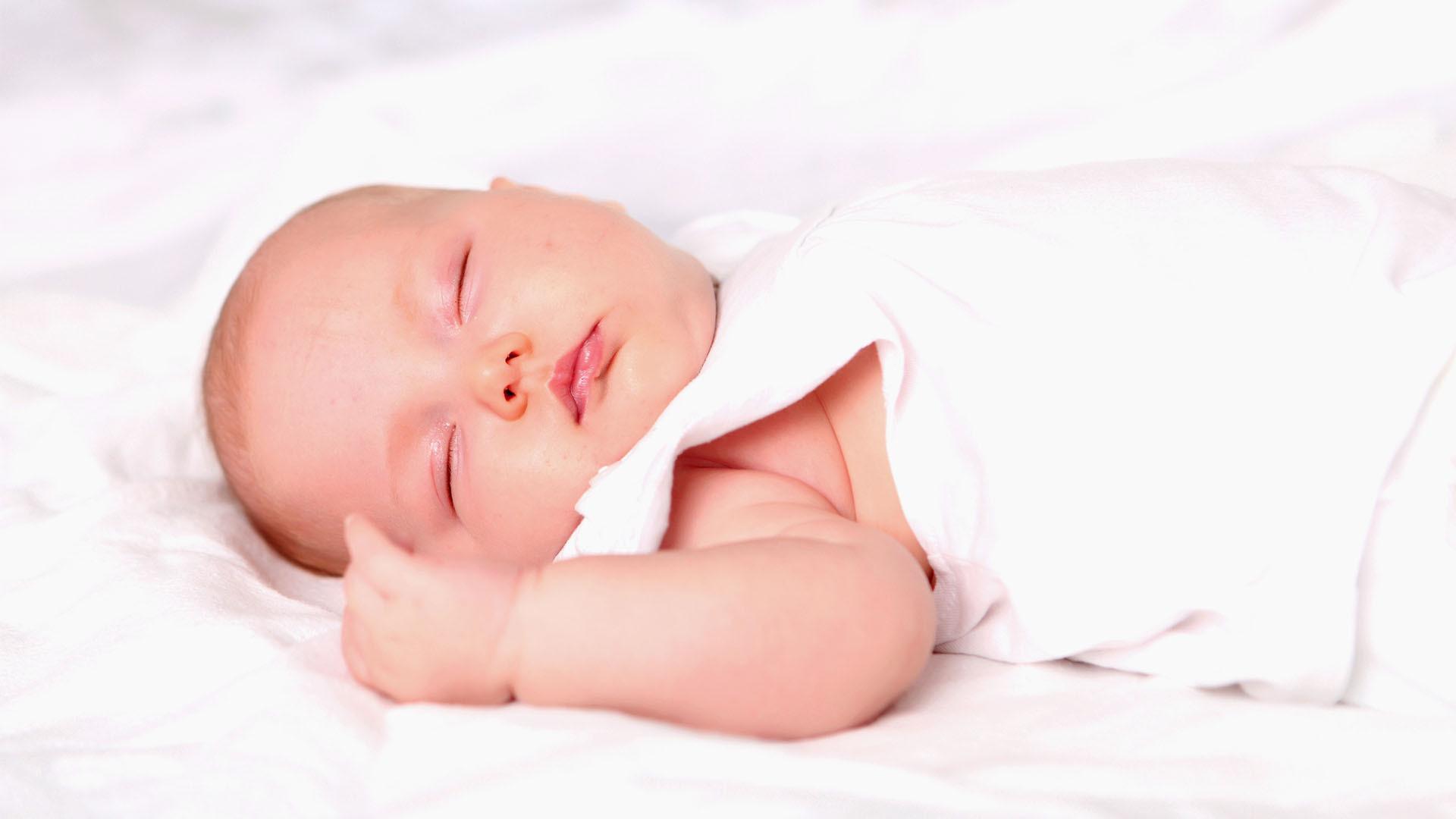 Somnul bebelusilor in primele luni de viata: sfaturi pentru parinti